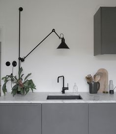grey kitchen interior The scandinavian kitchen is so beautiful. The design gives you many benefits because it offers a timeless style. Grey Kitchen Interior, Dark Grey Kitchen, Black Kitchen Cabinets, Grey Kitchens, Modern Kitchen Design, Kitchen Designs, Coastal Interior, Kitchen Counters, Kitchen Islands