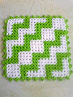 Heart stitch is one of the most famous crochet stitches out there. Some call it a puff stitch. Filet Crochet, Knit Crochet, Pom Pom Rug, Crochet World, Crochet Kitchen, Crochet Squares, Crochet Accessories, Crochet Projects, Needlework