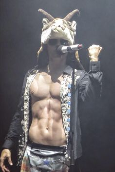 Jared Leto performing End of all days Avril Lavigne, Thirty Seconds To Mars, 30 Seconds, Jared Leto Body, Jared Leto Shirtless, Nick Jonas Images, Jered Leto, Shannon Leto, Just Jared