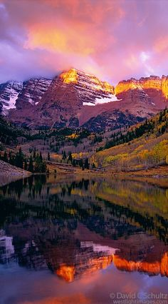 Autumn sunrise on the Maroon Bells near Snowmass, Colorado • photo: David C. Schultz on West Light Images
