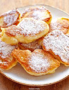 Racuchy drożdżowe | Kwestia Smaku Greek Donuts, Greek Yogurt Pancakes, Cinnamon Roll Waffles, Pumpkin Waffles, English Dishes, English Food, Yorkshire Pudding Batter, Scotch Pancakes, Drop Scones