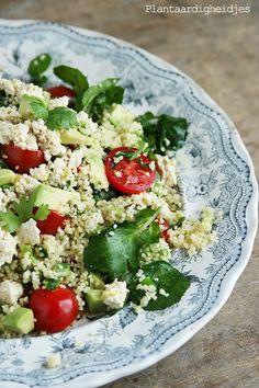 """Warme couscous salade met waterkers, avocado en tofu """"feta"""" - Plantaardigheidjes"""