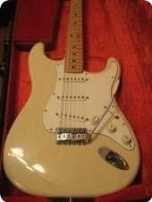 Fender / Stratocaster / 1975 / Blonde / Vintage Guitar
