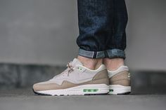 best cheap c1d17 cda03 A killer deal is available these days for the Nike Air Max 1 Premium