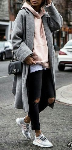 Style this look // oversized sweater, t-shirt, ripped jeans, long cardigan, sneakers