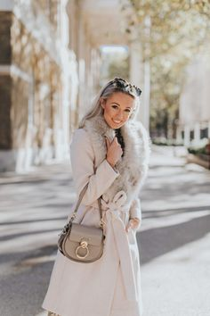 A Touch of Festive Gold - Wearing Metallics this Christmas - Fashion Mumblr - ༺ Style inspiration ༻ Fashion Mumblr, Boho Fashion Over 40, Plus Size Fashion For Women, Urban Fashion, Fashion Boots, Winter Fashion, Womens Fashion, Fashion Tips, Fashion Websites