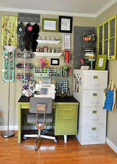Condensed craft room.  I could fit this into a corner of the spare room.