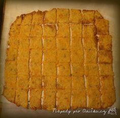 Výborné a zdravé mlsání k televizi. Potřebujeme: 250 g na jemno strouhané mrkve (=3 střední mrkve)250 g polohrubé mouky130 g másla150 g bílého jogurtu 2 hrsti semínek - slunečnicových nebo sezamových1 lžička prášku do pečivasůl, kořenístrouhaný sýr výrazné chuti (parmezán, niva, go... Mango, Food And Drink, Appetizers, Snacks, Fruit, Fitness, Kitchen, Recipes, Diet