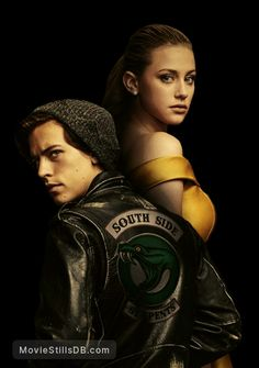 Riverdale - Promotional art with Cole Sprouse & Lili Reinhart Riverdale Poster, Bughead Riverdale, Riverdale Funny, Riverdale Memes, Cole Sprouse Hot, Cole Sprouse Jughead, Cole Sprouse Snapchat, Riverdale Betty And Jughead, Cole Sprouse Wallpaper