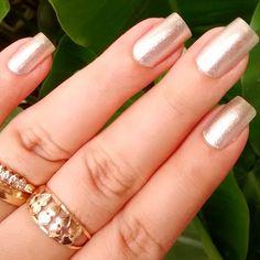 Mais uma dessa #mani porque amei essa cor!! Tá muito #perua.  #nailpolish #nailsporn #nails #nailsdone #lovenails #naillovers #lanailbelle #esmaltedasemana
