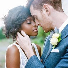 Lovely and intimate moment captured by Elle Golden #munaluchibride #munaluchi