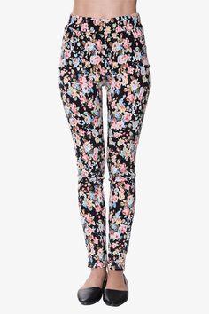 Floral Print Leggings In Black. Free 3-7 days expedited shipping to U.S. Free first class word wide shipping. Customer service: help@moooh.net