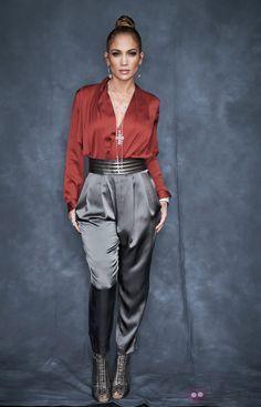 Jennifer Lopez Fashion Looks J Lo Fashion, Star Fashion, Look Fashion, Fashion Outfits, Womens Fashion, Fashion Tips, Fashion Bloggers, American Idol, Jennifer Lopez Outfits