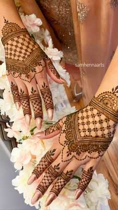 94 Easy Mehndi Designs For Your Gorgeous Henna Look Henna Hand Designs, Dulhan Mehndi Designs, Mehandi Designs, Mehndi Designs Finger, Wedding Henna Designs, Pretty Henna Designs, Modern Henna Designs, Indian Henna Designs, Latest Bridal Mehndi Designs
