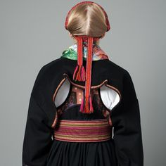 Bilderesultat for beltestakk Costumes Around The World, Color Shapes, Folk Costume, Scandinavian Style, Traditional Outfits, Norway, Lady, Clothes, Dresses
