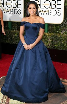 Jane The Virgin star Gina Rodriguez certainly made an entrance in her off-the-shoulder midnight blue Zac Posen gown at the Golden Globes 2016 Navy Formal Dress, Strapless Dress Formal, Formal Dresses, Prom Dresses, Celebrity Red Carpet, Celebrity Dresses, Mint Dress, Green Dress, Red Carpet Dresses