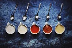 Omáčky sú populárne na celom svete a je tomu tak aj v našich končinách. Aj v slovenskej a českej kuchyni majú svoje stále miesto. Poznáte však 5 základných francúzskych omáčok alebo ako hovoria Francúzi Grandes sauces basiques? Poďte si ich spolu s nami pripraviť.