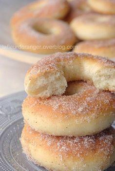 Beignets au four !Beignets au four Delicious Desserts, Dessert Recipes, Yummy Food, Donut Recipes, Kolaci I Torte, Baked Donuts, Snacks, Love Food, Sweet Recipes