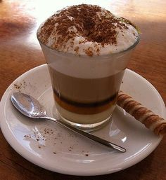 Barraquito is prepared in a small glass, first at the bottom … - All Recipes My Coffee, Coffee Time, Coffee Truck, Tapas, Café Chocolate, Gross Food, Winter Drinks, Frappuccino, Coffee Recipes