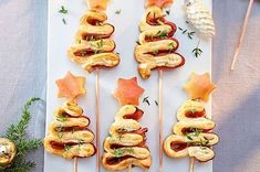 Ham puff skewers- Schinken-Blätterteig-Spieße Our popular recipe for ham-puff pastry skewers and over more free recipes on LECKER. Skewer Recipes, Ham Recipes, Brunch Recipes, Appetizer Recipes, Free Recipes, Dinner Recipes, Puff Pastry Recipes, Puff Recipe, Puff Pastries