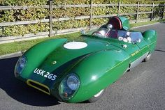 De lotus 11, gemaakt en ontworpen door Colin Chapman in 1956 werd geïntroduceerd op de 24 uur van Le Mans en liet daar een geweldige indruk achter en was in de late 50'er jaren de beste in de 1100 klasse. Door zijn dunne aluminium laag en zijn lichte chassis en shell woog de auto slechts 412 kg. Tot 1960 werden er slechts minder dan 270 verkocht.