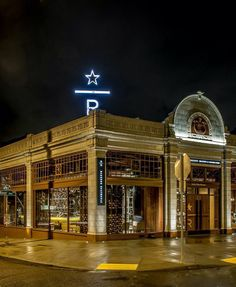 Starbucks Reserve Roastery & Tasting Room photo by Matthew Glac Starbucks Shop, Starbucks Reserve, Corner Cafe, Retail Experience, Tasting Room, Yard Landscaping, Store Design, Big Ben, Coffee Shop