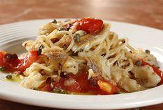 Independente da época do mês, bacalhau é sempre bem-vindo à mesa do brasileiro. E por isso essa receita de espaguete com bacalhau cai bem em todas as ocasi