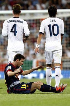 Sergio Ramos, Mesut Özil and Lionel Messi Real Madrid Football Club, World Football, Football Memes, Football Soccer, Soccer Tips, Nike Soccer, Soccer Cleats, Good Soccer Players, Football Players