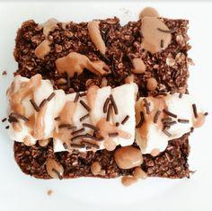 Η διιατολόγος Βιργινία Σκουλίδη μας δίνει τη νέα συνταγή για το κλασικό γλυκό με τα πιο θρεπτικά υλικά Healthy Desserts, Healthy Recipes, Brownies, Recipies, Stuffed Mushrooms, Shapes, Vegetables, Cake, Food
