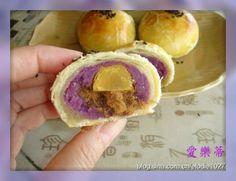 Chinese Deserts, Mooncake Recipe, Bao Buns, Tasty, Yummy Food, Asian Desserts, Moon Cake, Biscuit Recipe, Dim Sum