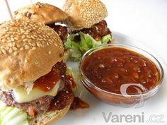 Vyzkoušejte recept na snadnou domácí BBQ omáčku, která výborně chutná do domácích hamburgerů nebo k nejrůznějším grilovaným steaků či rybám.