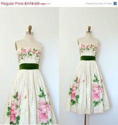 SALE Vintage 1950s Dress / 50s Strapless Floral Party Dress / Cream (XS) by lapoubellevintage on Etsy https://www.etsy.com/listing/199890116/sale-vintage-1950s-dress-50s-strapless