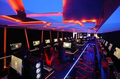 Biggest gaming cafe launches in chennai lbb, chennai. Cafe Interior Design, Cafe Design, Interior Design Living Room, Gaming Lounge, Gaming Room Setup, Chennai, Lan House, Deco Gamer, Gaming Center
