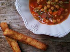 ...alchymie (ne)jen Blízkého východu: Rajčatová polévka s jehněčím vývarem, restovanou zeleninou a cizrnou