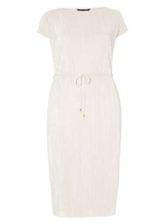 046a3d07b40 30 Supremely Versatile Plus-Size Dresses You Can Wear Pretty Much Anytime