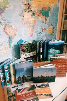 Gestalte nach jeder Reise ein individuelles Pixum Fotobuch. Ein besseres Andenken gibt es gar nicht! Du kannst auf diese Weise Familie und Freunden deine Abenteuer präsentieren oder selbst immer wieder in deinen Erinnerungen blättern. Und über die Jahre stapelt sich so eine schöne Sammlung an Pixum Reisefotobüchern wie bei Lena zu Hause. #photobook #photos #travel Diy Crafts To Do, Diy Projects To Try, Album Design, Book Design, Family Yearbook, Travel Album, Photo Memories, Photo Journal, Making Memories