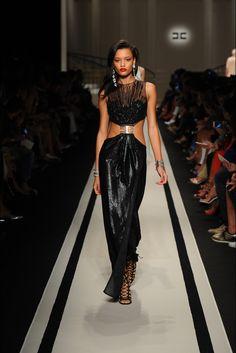 Guarda la sfilata di moda Elisabetta Franchi a Milano e scopri la collezione di abiti e accessori per la stagione Collezioni Primavera Estate 2017.
