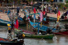 Fishing boats in Koh Samui, Thailand. islandinfokohsamui.com