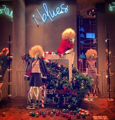Messy Christmas from @iblues_official   #windows @iblues_official #mannequins #womensfashion #ChristmasTree #Christmas_atmosphere2015  #christmasBalls #decoration #twitter #tumblr #foursquare #swarm #tumblr #instagram #kiss