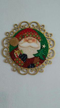 Patchwork navidad country new ideas Mason Jar Christmas Crafts, Mason Jar Crafts, Christmas Decorations, Clay Ornaments, Santa Ornaments, Santa Paintings, Tole Painting Patterns, Santa Crafts, Christmas Scenes