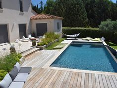 photo de Relaxation and natural atmosphere. Châteauneuf Le Rouge - photo de Relaxation and natural atmosphere. Backyard Pool Landscaping, Small Backyard Pools, Swimming Pools Backyard, Swimming Pool Designs, Pool Decks, Outdoor Pool, Pool Finishes, Backyard Renovations, Natural Swimming Pools