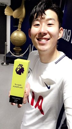 Son with motm award after Spurs beat Everton at home (Wembley ). Premier League Teams, Tottenham Hotspur Football, Soccer Fifa, White Hart Lane, European Soccer, Men's Football, Sports Stars, Chelsea Fc, Everton