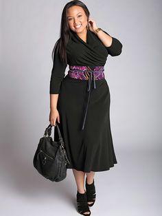 scwarzes Kleid mit Gürtel taillenbetont