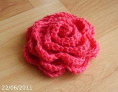 Elegant and super-easy crochet flower