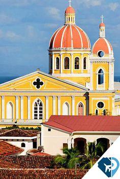 La ciudad de Granada es uno de los mayores atractivos turísticos de Nicaragua, y uno de los puntos más visitados por turístas extranjeros en la actualidad. La arquitectura colonial de su antiguo centro, sus museos, galerías, hoteles, restaurantes, bares y ambiente cosmopolita la convierten en un destino por sí misma, pero es también un punto de partida para visitar los otros atractivos de la región.