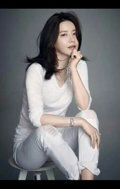 S.Korean actress Lee Young-ae (이영애). How beautiful she is ...
