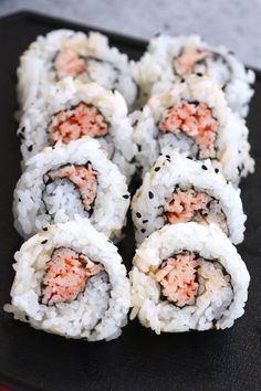 Spicy Crab Roll (Spicy Kani Roll Sushi) Spicy Crab Sushi Roll Recipe, Sushi Rice Recipes, Spicy Tuna Roll, Spicy Seafood Recipes, Crab Meat Recipes, Seafood Meals, Asian Recipes, Spicy California Roll, Canned Crab Meat