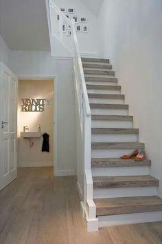 Mooie trap met leuke schilderijtjes