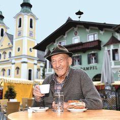 """Das Hauptplatzl und der Sepp - ... und was die beiden """"Sainihanser"""" so alles erlebt haben. Sepp Wörgötter aus St. Johann in Tirol erzählt. Panama Hat, Hipster, Hats, Style, Fashion, Athlete, Hipsters, Moda, Hat"""