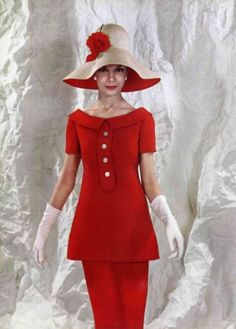 Charming short-sleeved tunic with a boat neckline over slim skirt in bright poppy-red by Nina Ricci, 1960 Moda Fashion, 1960s Fashion, Timeless Fashion, Vintage Fashion, Vintage Mode, Moda Vintage, Vintage Hats, Vintage Dresses, Vintage Outfits
